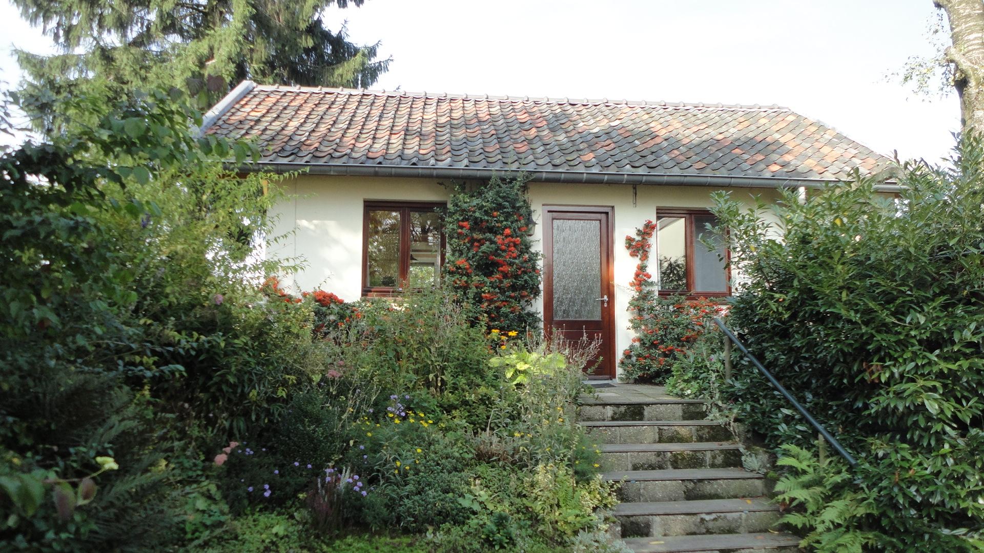 voorzijde van de bungalow
